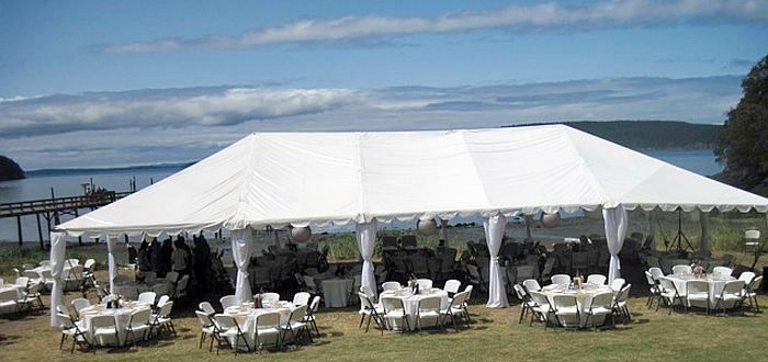 Tents-On-Lawn-4-700-x-330